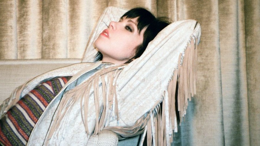 "Carly Rae Jespen Inspires with ""Cut To The Feeling"""