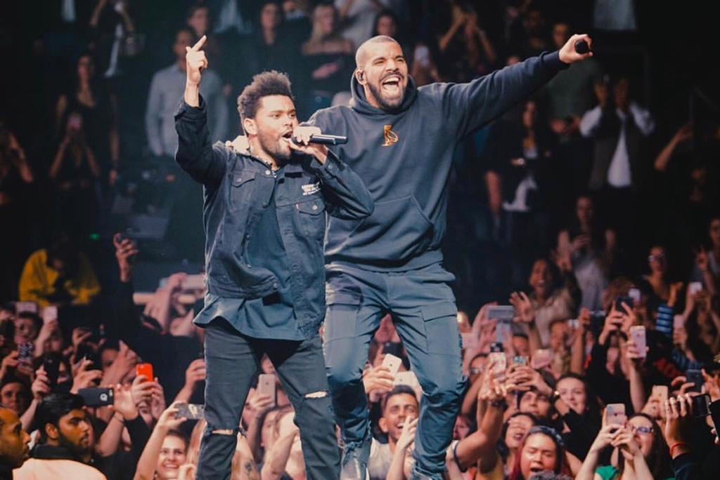 """The Weeknd Brings Out Drake to Perform """"CrewLove"""""""